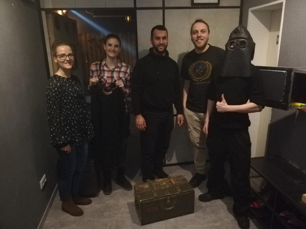 Teamfoto im Escape Room